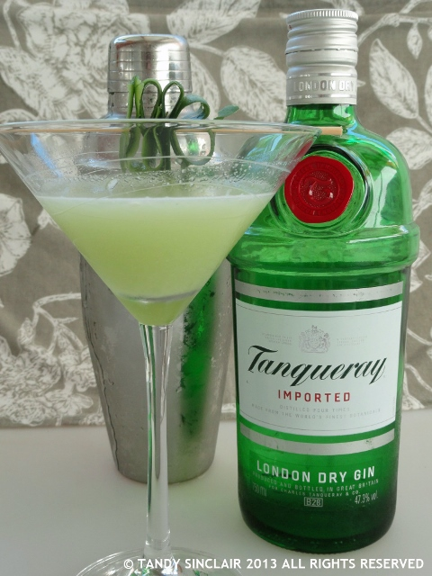 Recipe for tanqueray gin dragon cocktail lavender and lime for Mixed drinks using gin